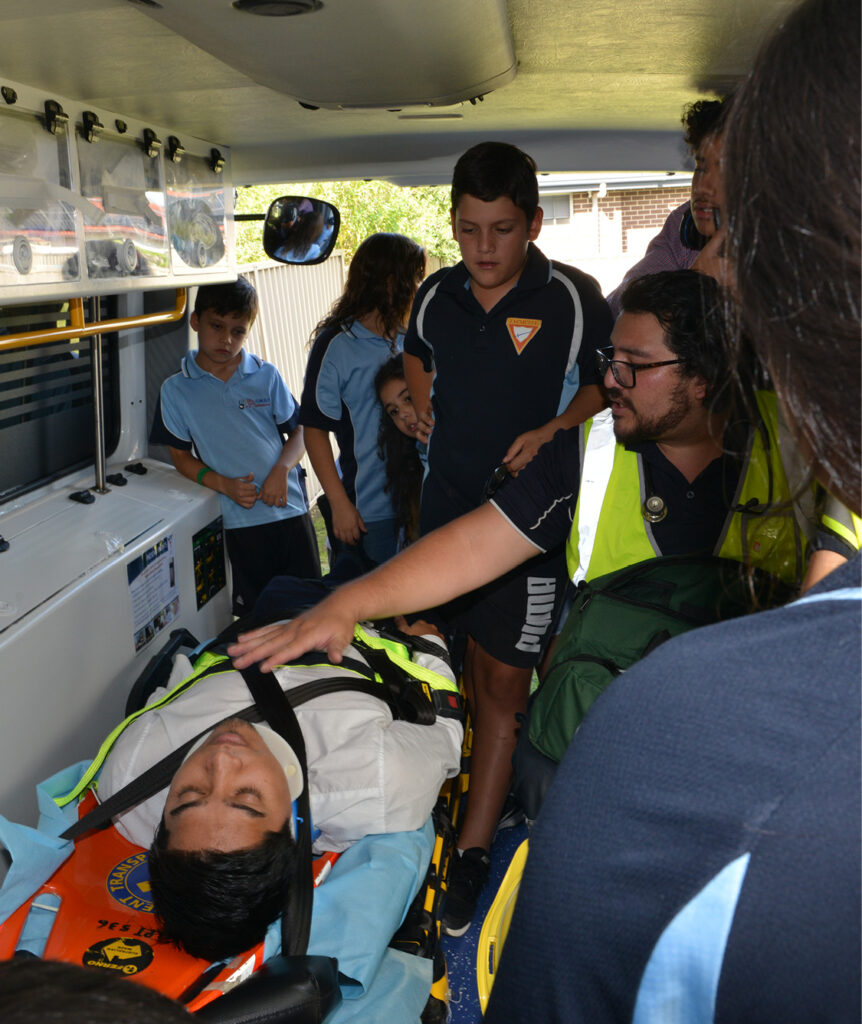 The Ambulance Attendant sharing knowledge with kids
